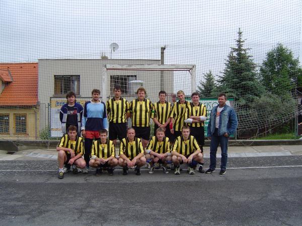 Muži - II. liga - Zleva nahoře: Stanďár – trenér, Pepařík, Michal, Domeček, Kléča, Michal, Mára,  Béďa.  Zleva dole: Ruda, Míra, Venda, Klouzek, Tomáš